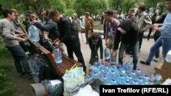 Оппозиционный лагерь на Чистых прудах в Москве, 14 мая 2012 года