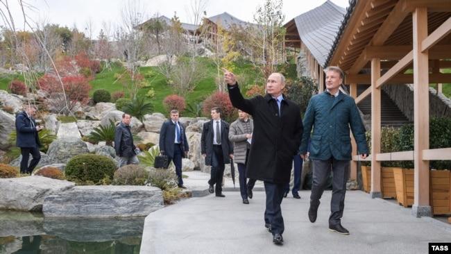 Президент России Владимир Путин в отеле Mriya Resort & SPA, Крым, 23 ноября 2018 года