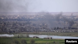 Dim iznad sela Baguz, Sirija