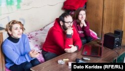 თამარ ხმიადაშვილი (მარცხნივ), დავით კუხალაშვილი, ლიკა ჭავჭანიძე