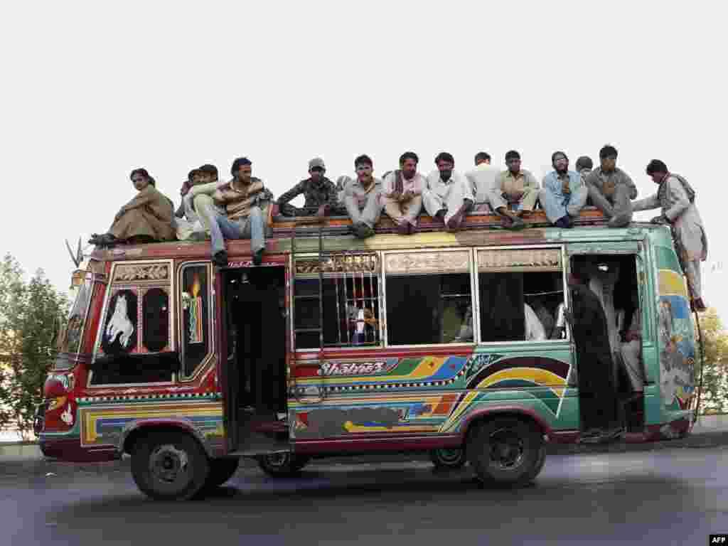 Пакістан: грамадзкі транспарт у горадзе Карачы.