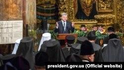 Президент України Петро Порошенко звертається до ієрархів під час Об'єднавчого собору. Київ, 15 грудня 2018 року