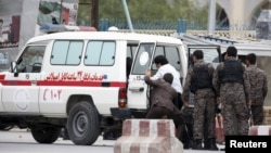 В районе столицы Афганистана, где сегодня прогремел взрыв. Кабул, 19 апреля 2016 года.
