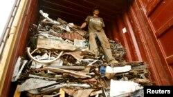 Движението на отпадъците в ЕС се регулира чрез два режима, докато износът в 160 държави е забранен