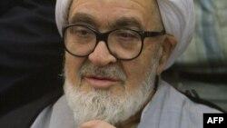 İranın dissident ayətullahı Hüseyn Əli Müntəziri 2003-cü ildə