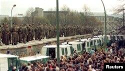 Pamje nga Muri i Berlinit, në vitin 1989.