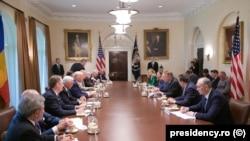 Întâlnirea de la Casa Albă între delegația română și guvernul american