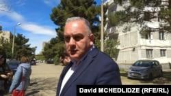 По словам Шота Рехвиашвили, помощь, предоставляемая мэрией и местным бизнесом, предназначена не для всех жителей муниципалитета