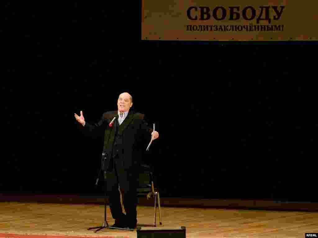 Сегодня исполняется 65 лет актеру Александру Филипенко