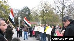 تجمع لأبناء الجالية العراقية أمام السفارة العراقية في لاهاي