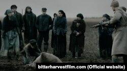 Кадр з фільму «Гіркі жнива» канадського режисера Джорджа Менделюка