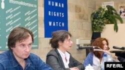 Российские и зарубежные правозащитники отмечают: наряду с преступной активностью боевиков, в Ингушетии обостряют обстановку и незаконные действия силовых структур