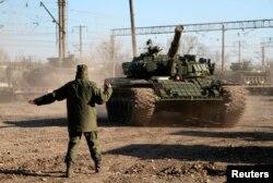 Российские танки после прибытия в Крым, 31 марта 2014 года