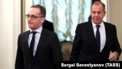 German Foreign Minister Heiko Maas (left) and Russian Foreign Minister Sergei Lavrov in Moscow on January 18.