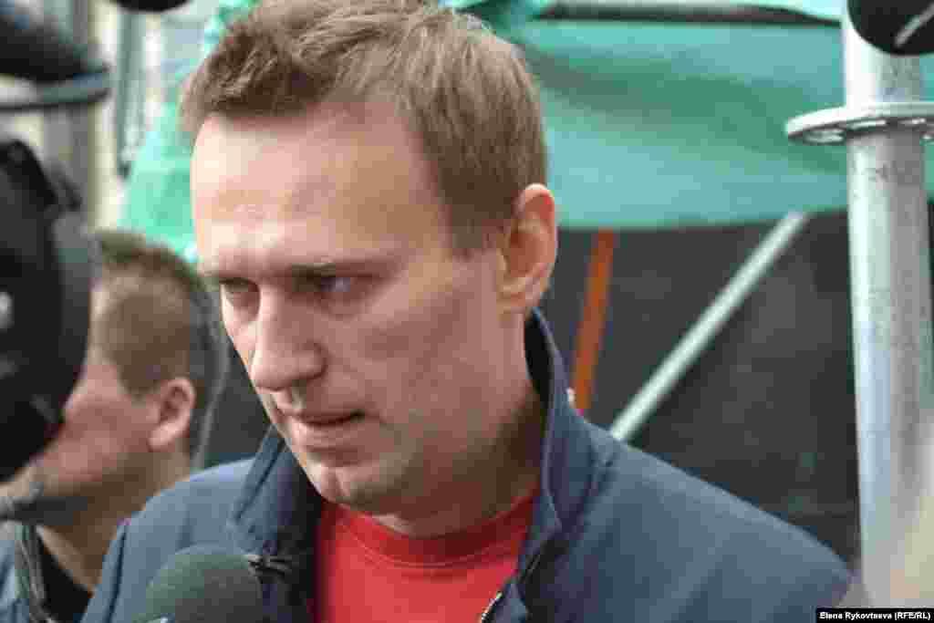 Алексей Навальный после выступления на митинге. Москва, 15.09.12