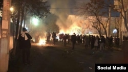 Столкновения суфистов с полицией, Тегеран, Иран, февраль 2018 года.