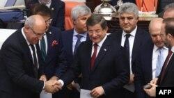 Архивска фотографија од поранешниот турски премиер Ахмет Давутоглу