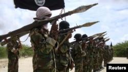 Əl-Qaedanın qolu olan Əş-Şəbab islamçıları hökumətə qarşı döyüşürlər