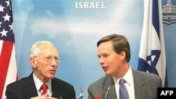 Слева - Стэнли Фишер, глава центробанка Израиля
