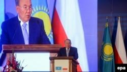 Нұрсұлтан Назарбаев Қазақстан-Польша бизнес-форумында сөйлеп тұр. Варшава, 23 тамыз 2016 жыл.