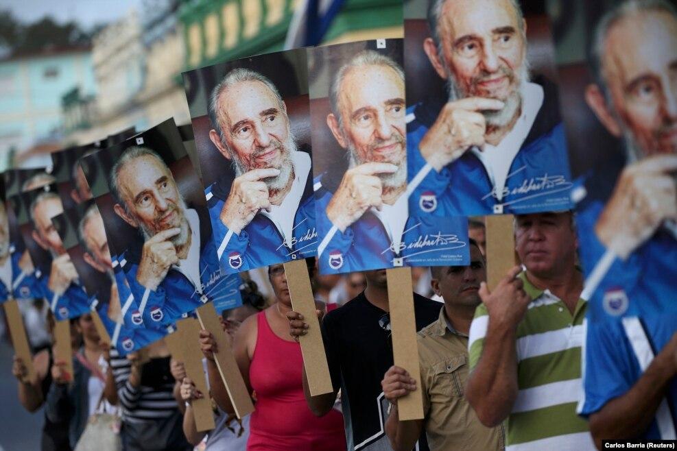فیدل کاسترو، رهبر سابق کوبا در سن ۹۰ سالگی درگذشت.رهبران کشورهای جهان بهدرگذشت فیدل کاسترو، رهبر پیشین انقلاب کوبا، واکنش نشان دادهاند. باراک اوباما، رئیسجمهوری آمریکا به خانواده کاسترو تسلیت گفته و افزوده تاریخ در مورد او قضاوت خواهد کرد. دونالد ترامپ گفته دیکتاتوری بیرحم که برای شش دهه مردم کشور خود را سرکوب کرد، درگذشت.