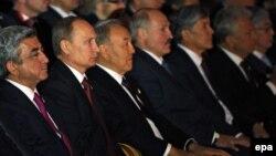 Եվրասիական տնտեսական միության առաջնորդները և Հայաստանի նախագահը Աստանայում համերգ են ունկնդրում, 29-ը մայիսի, 2014թ․: