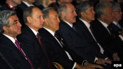 Ղազախստան - Եվրասիական բարձրագույն տնտեսական խորհրդի ընդլայնված նիստի մասնակիցները Աստանայի օպերայում համերգի ժամանակ, 29-ը մայիսի, 2014թ․