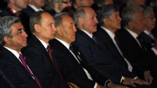 Президент Армении Серж Саргсян (первый слева) вместе с лидерами стран-членов Таможенного союза, Астана, 29 мая 2014 г.