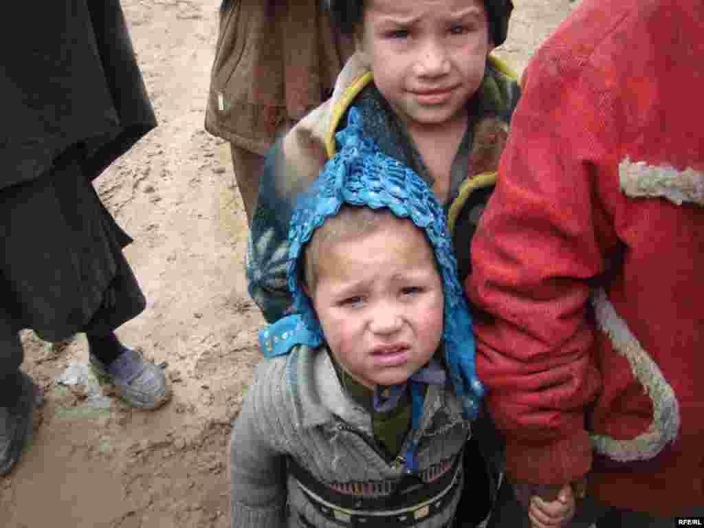 باشنده گان این کمپ مهاجرین ولایات جنوب افغانستان اند که به خاطر ادامه و شدت درگیری ها از ختنه هایشان بی جا شده اند