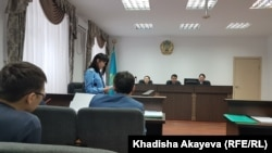 Заседание суда в апелляционной инстанции Восточно-Казахстанского областного суда, где рассматривают жалобу активиста Ерсына Кудиярова на приговор по делу о «мошенничестве». 4 февраля 2020 года.