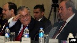 الرئيس طالباني يتوسط المالكي وعلاوي