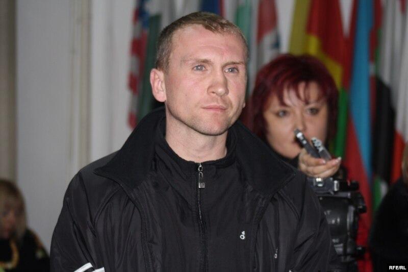 Гражданин Сергей Вишнявицкий, выступивший в защиту КНБ на пресс-конференции. Алматы, 8 декабря 2009 года