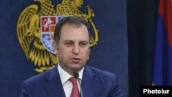 Бывший министр обороны Армении Виген Саргсян (архив)