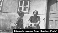 Amir Reko sa majkom, arhivska fotografija