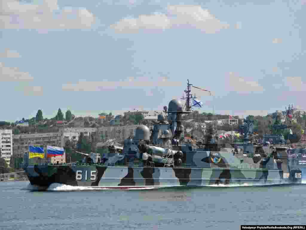 Малий ракетний корабель на повітряній подушці «Бора» Чорноморського флоту Росії