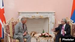 Встреча президента Армении Сержа Саргсяна с британским принцем Чарльзом (слева), Ереван, 29 мая 2013 г.