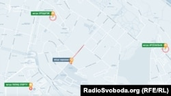 Водій, з яким вирішив поспілкуватися журналіст, сказав, що поспішав на метро, проте чомусь біг він зовсім не до найближчої станції