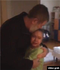 Вячеслав Мальцев прощается с дочкой