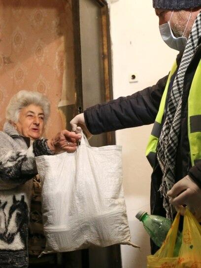 Dostavljanje hrane starijima