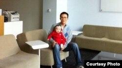 Кыргызстандык Акжол Абдухалиев азыр Microsoft корпорациясынын АКШнын Сиэтл шаарындагы кеңсесинде иштейт.