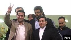 Šahram Amiri na teherenskom aerodromu, gdje ga je dočekao zamjenik ministra vanjskih poslova Hasan Kašavi