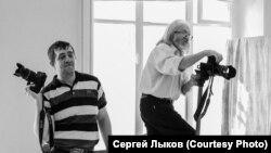 Николай Бахарев (справа) за работой