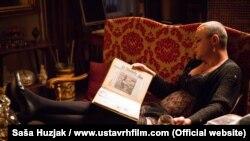 Glumac Nebojša Glogovac u sceni iz filma 'Ustav Republike Hrvatske'