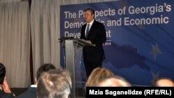 Премьер-министр Георгий Квирикашвили, обращаясь к участникам форума, признался, что Грузия только-только учится европейскому стилю правления, когда решения принимаются на основе консенсуса и гражданского согласия