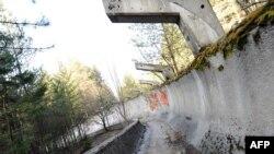Заброшенная олимпийская бобслейная трасса. Снимок 2013 года