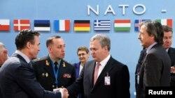 НАТО мен Украина жетекшілері кездескен сәт. Брюссель, 27 ақпан 2014 жыл. Көрнекі сурет