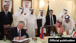 Kuwait - Foreign Minister Sabah Khaled Al-Hamad Al-Sabah (R) and his Armenian counterpart Edward Nalbandian sign an agreement on visa-free travel for holders of diplomatic passports, Kuwait City, 19Nov2012.