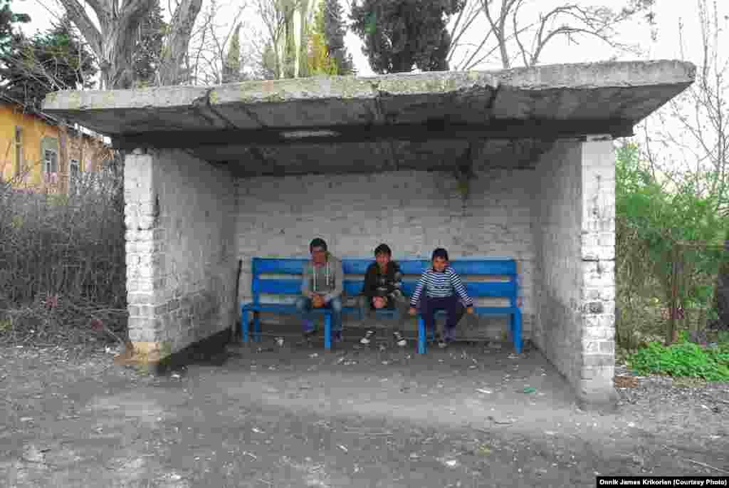 В деревне Цопи трудно сразу разобраться, кто армянин, а кто азербайджанец, так как большинство сельчан свободно говорят на обоих языках.