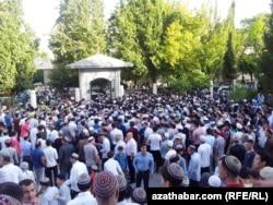 """Праздник Рамадан в мечети """"Ар Тогрул"""", Ашхабад"""