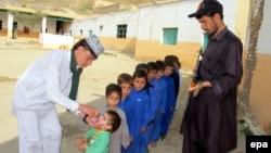 Вакцинирање против детска парализа во Пакистан.